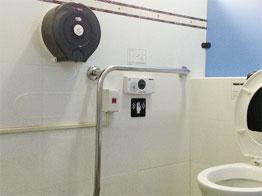 無障礙廁所-設感應式沖水設備、緊急按扭