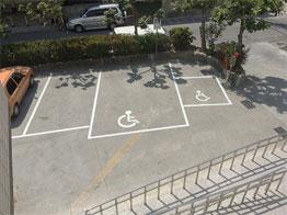 無障礙汽車及機車停車位