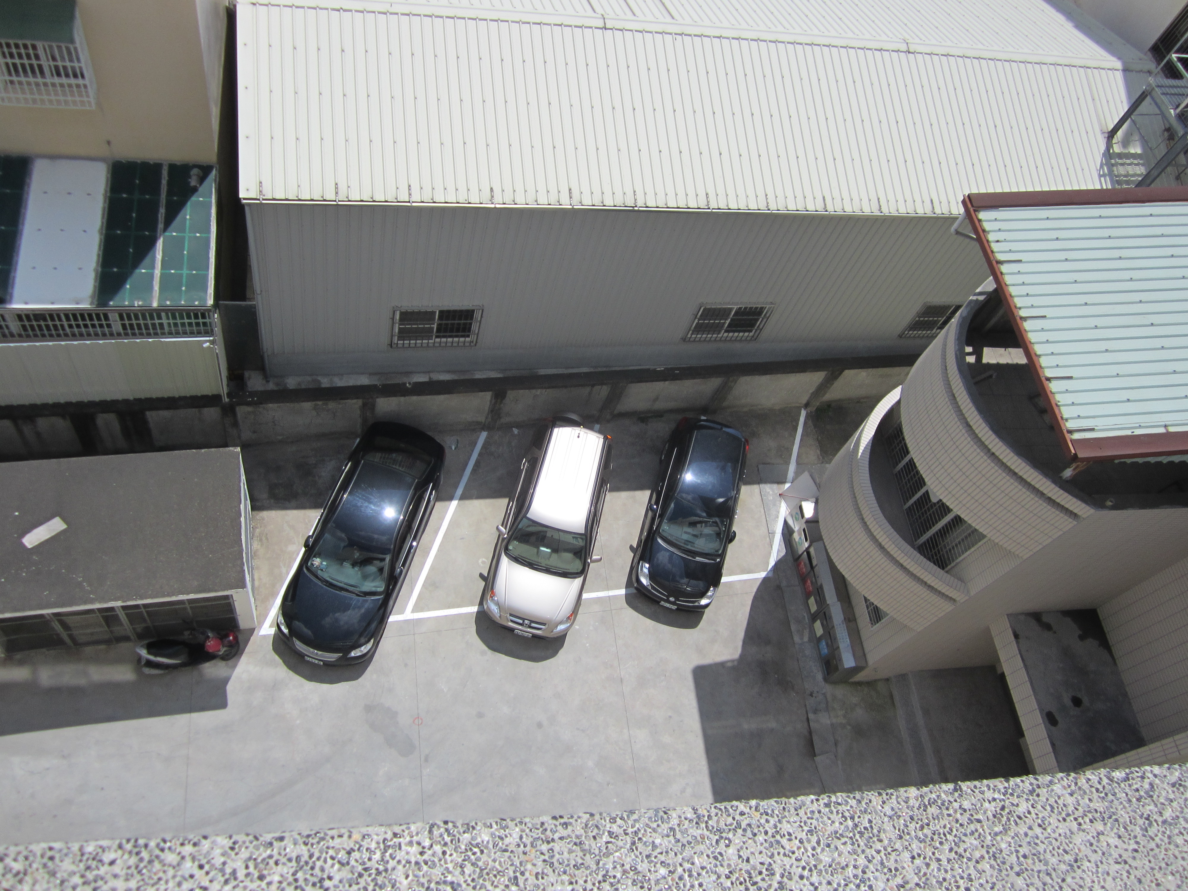 本所後方3個停車位